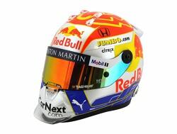 Max Verstappen toont rood-wit-blauwe helm voor Oostenrijk!