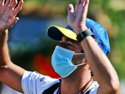 Daniel Ricciardo crasht tijdens VT2 in Oostenrijk