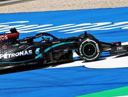 """Mercedes heeft problemen: """"Auto Hamilton gaat alle kanten op"""""""