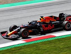 FP2: Verstappen fastest, Ricciardo crashes hard