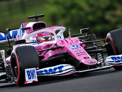 Perez loopt rond in paddock: kan dus racen dit weekend