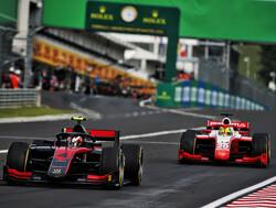 Felipe Drugovich wint zijn eerste hoofdrace, Schumacher beperkt schade