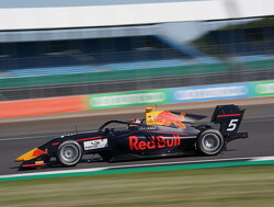 Feature Race: Lawson holds off Piastri to win at Silverstone