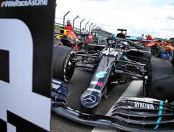 Dominante Hamilton pakt pole position in Rusland, Max Verstappen start als tweede