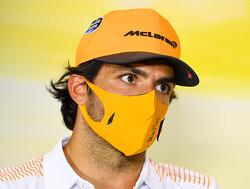 Carlos Sainz laat zien dat hij karten niet verleerd is