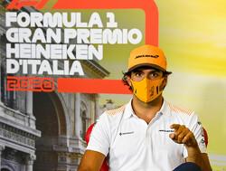 """Carlos Sainz met kleine aarzeling: """"Ferrari heeft me toch al gecontracteerd"""""""