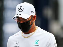 Lewis Hamilton wint doldwaze Toscaanse GP, Max Verstappen valt uit na startcrash