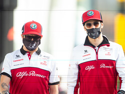 Alfa Romeo-coureurs hebben lol tijdens Taboo