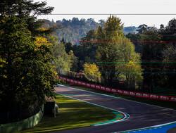 Kvyat en Sainz door het grind, Ocon naar verkeerde pitbox