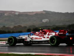 Antonio Giovinazzi crasht op weg naar de grid in Turkije