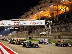 """Hamilton na dominante zege GP Bahrein: """"We moeten de gevaren respecteren"""""""