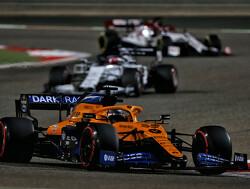 McLaren-binnenpretje: Carlos Sainz bespot Norris en het team!