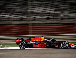 Max Verstappen rijdt met RB16 in de muur, race voorbij