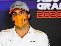 In beeld: Sainz past zijn stoeltje bij Ferrari