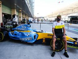 Onboard bij Fernando Alonso in Abu Dhabi met de Renault-F1 Bolide uit 2005