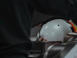 Het eerste bezoek van Sebastian Vettel aan Aston Martin