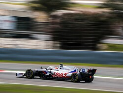 Foto: Nikita Mazepin in actie met de nieuwe auto van Haas F1