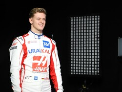 Mick Schumacher crasht en brengt Q1 ten einde