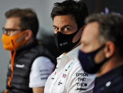 Mercedes-baas Toto Wolff kan zijn geluk niet op na zege Lewis Hamilton in Spanje