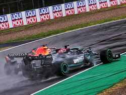 Welke auto is nu sneller: de Red Bull Racing RB16B of de Mercedes W12?