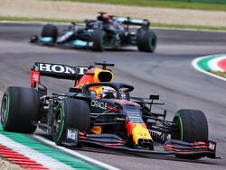 Max Verstappen wint knotsgekke Grand Prix van Emilia Romagna voor Hamilton en Norris