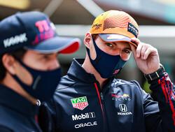 """Max Verstappen prijs Sergio Perez om diens snelheid in Bakoe. """"Zo doe je dat"""""""