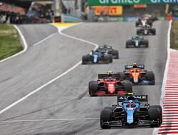 """Carlos Sainz komt twintig seconden later over de streep dan Charles Leclerc: """"Beetje frustrerend"""""""
