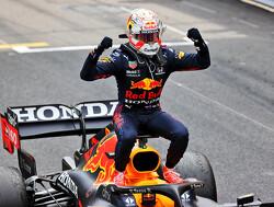 Max Verstappen wint met overmacht in Monaco en pakt leiding in kampioenschap