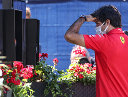 """Carlos Sainz stormt van P12 naar P6: """"Racesnelheid Ferrari gelijk aan die van Red Bull"""""""