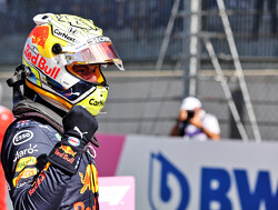 """Blije Max Verstappen pakt tijdens thuisrace zijn zesde pole position: """"Klein circuitje, maar moeilijk om hier snel te zijn"""""""