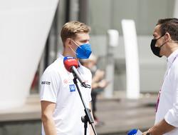"""Schumacher zelf """"denkt niet na over volgend jaar"""" maar media doen dat wel: 'Mick naar Alfa Romeo'"""