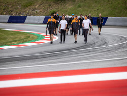 Daniel Ricciardo heeft simulator in huiskamer om zijn prestaties te verbeteren