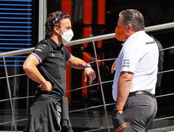 """Alonso op de bres voor Hamilton: """"Kunt niet zomaar in het niets verdwijnen"""""""