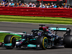 Kwalificatie Britse F1 GP:  Hamilton tovert konijn uit hoed en is sneller dan Max Verstappen op Silverstone