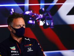 """Christian Horner ziet wanhopige Hamilton: """"Hoop dat Lewis blij is met zichzelf en deze onterechte overwinning"""""""