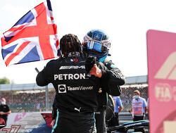 'Inspector Bottas' neemt schade op bij Lewis Hamilton tijdens safetycar