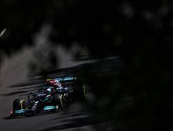 """Valtteri Bottas """"kan nog niets zeggen"""" over toekomst, maar: """"Lewis Hamilton wil dat ik blijf"""""""