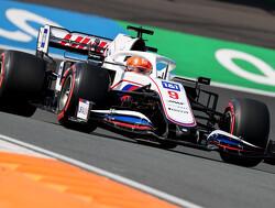 """Nikita Mazepin furieus: """"Ik was dit weekend eerste coureur, dus ik had prioriteit"""""""
