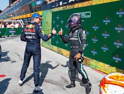 """Lewis Hamilton kritisch op strategische keuzes van Mercedes: """"Ik verloor juist tijd"""""""