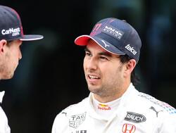 """Perez onder de indruk van Verstappen: """"Max presteert foutloos op hoog niveau"""""""