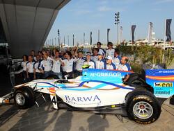 Foto's: Barwa Addax geeft auto Van der Garde ander kleurtje
