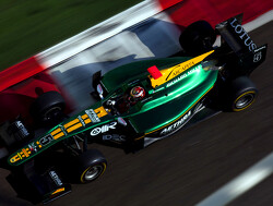 Bianchi wint race 1 in Abu Dhabi, Van der Garde vijfde