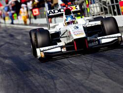 Charles Pic verovert pole position, Van der Garde vijfde