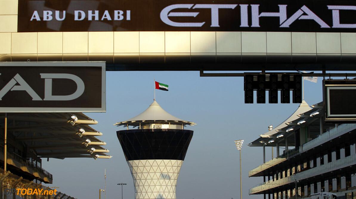 Derek Warwick assisteert FIA-stewards in Abu Dhabi