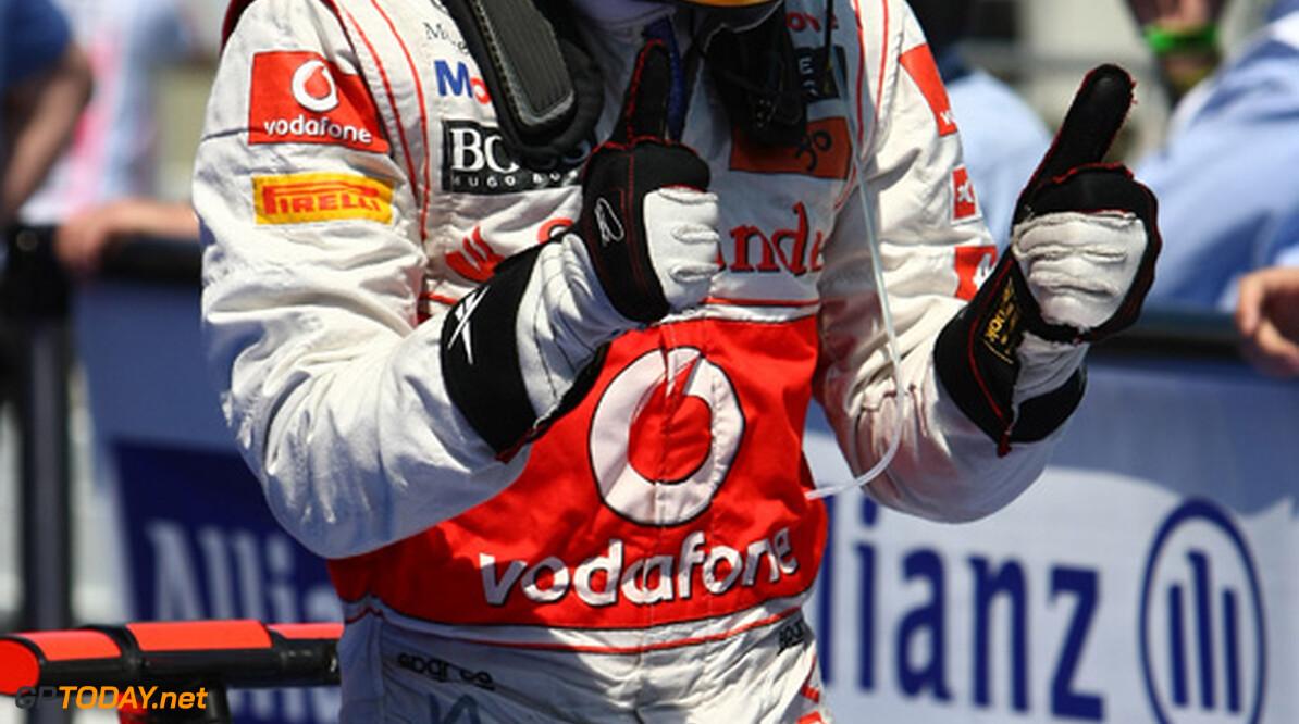 McLaren vertrouwt ondanks vertrekclausule in aanblijven Hamilton