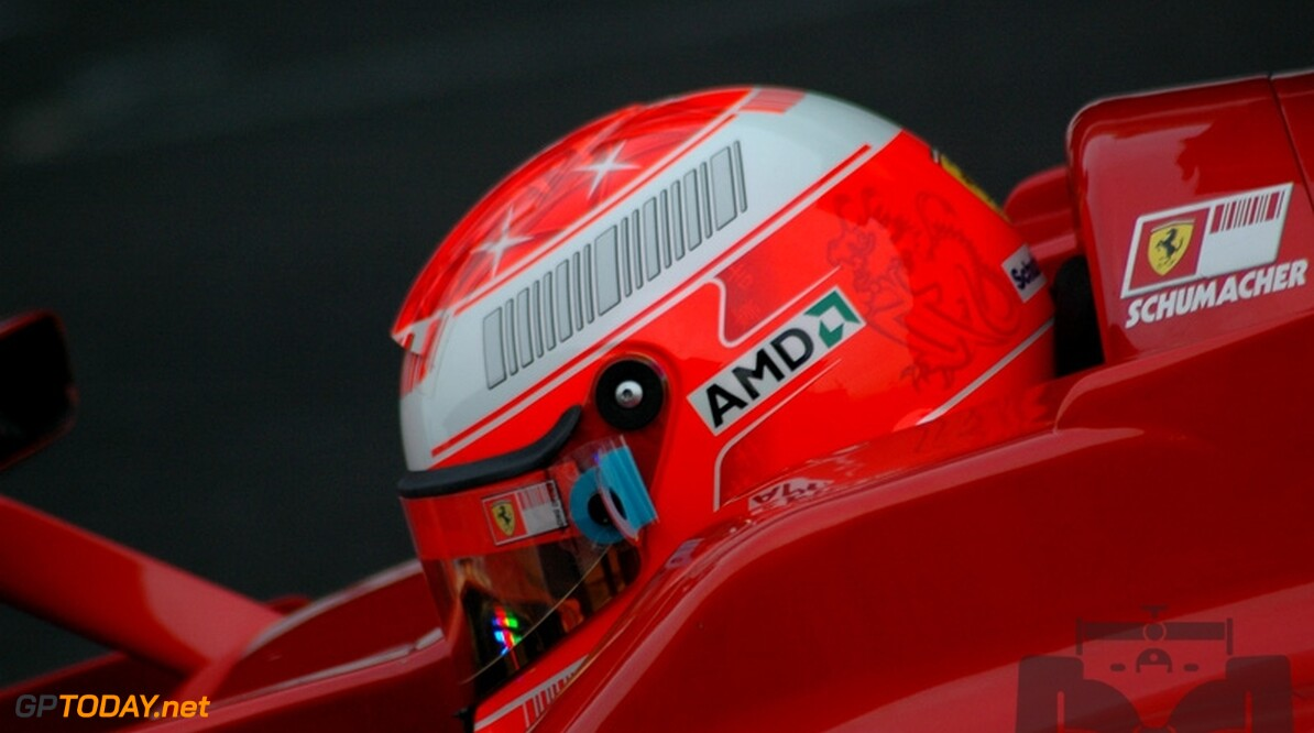 Michael Schumacher zegeviert in kartevenement van Massa