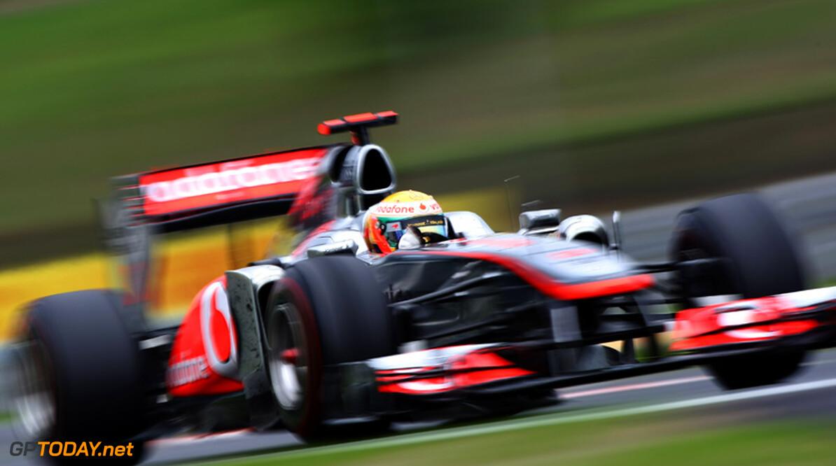 VT2: McLaren-coureurs maken de dienst uit in nat Zuid-Korea