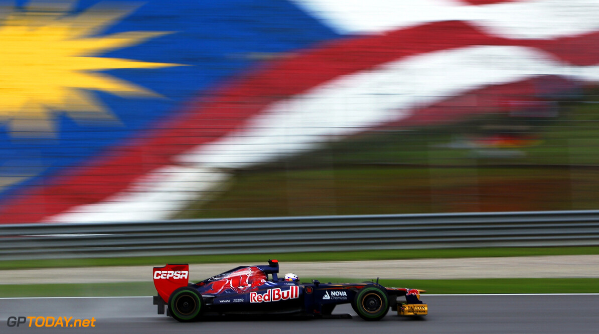 141015532KR348_Malaysian_F1 KUALA LUMPUR, MALAYSIA - MARCH 25:  Daniel Ricciardo of Australia and Scuderia Toro Rosso drives during the Malaysian Formula One Grand Prix at the Sepang Circuit on March 25, 2012 in Kuala Lumpur, Malaysia.  (Photo by Mark Thompson/Getty Images) *** Local Caption *** Daniel Ricciardo Malaysian F1 Grand Prix - Race Mark Thompson Kuala Lumpur Malaysia  Formula One Racing F1