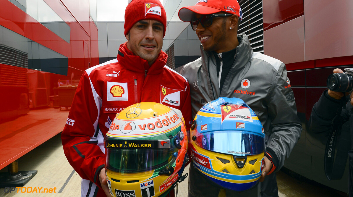 """Hamilton: """"Alonso rijdt hele jaar al als een kampioen waardig"""""""