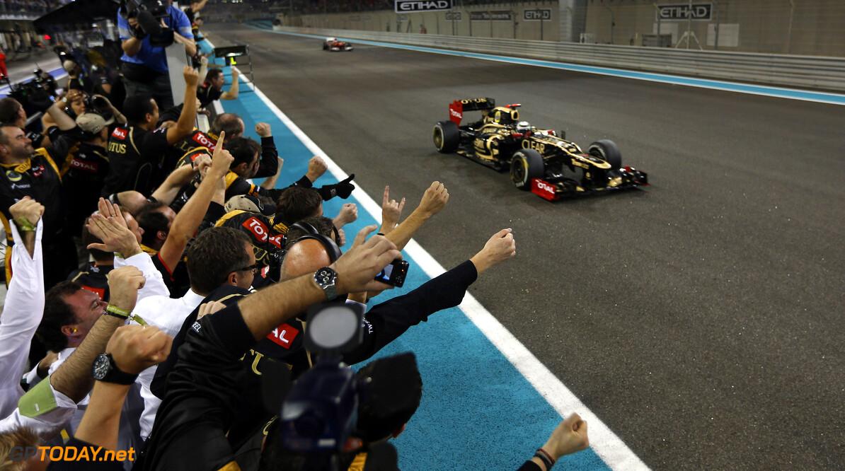 Lotus laat Kimi Raikkonen en personeel wachten op salaris
